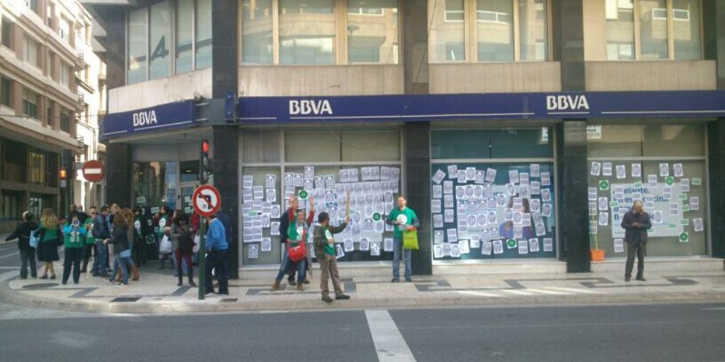La @PAHEbre se suma a la campanya de bloqueig de @BBVA #ocupaBBVA a #Tortosa en suport @PAH_Sabadell