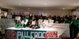 Cridats a declarar 17 membres de @La_PAH per l'ocupació d'una oficina de @CXinfo a #Amposta #17comPAHsVsCX