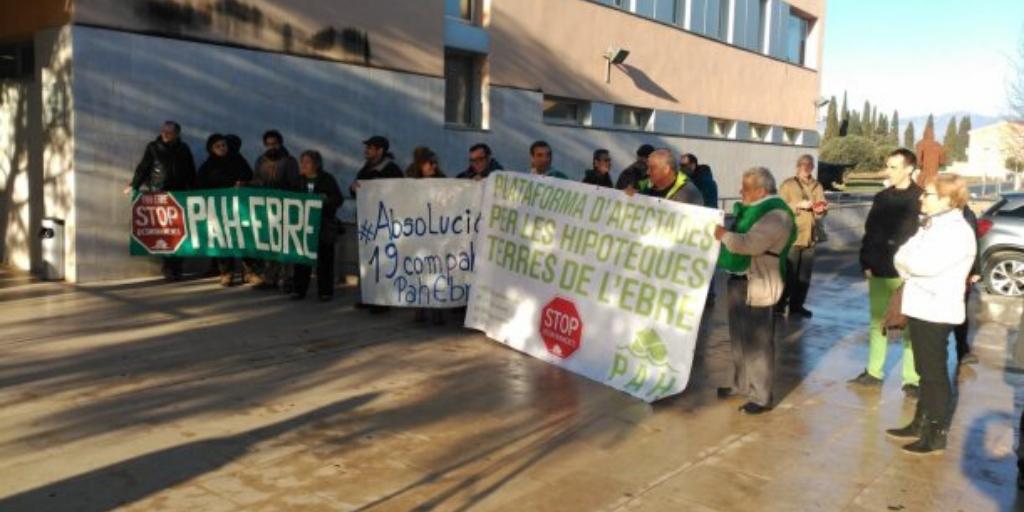 Declaren dos activistes més de la PAH a Amposta. La PAH Ebre en demana la seva absolució.